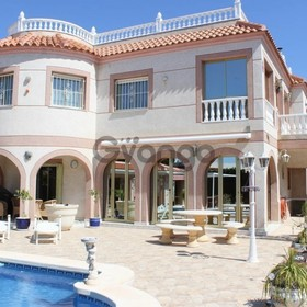 5 Bedroom Villa for Sale, Quesada