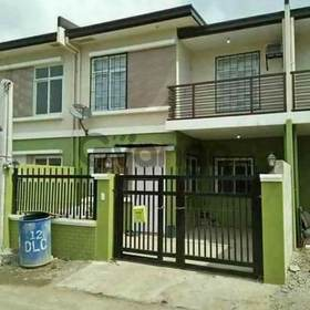 4 bdr house w gate nr school and malls
