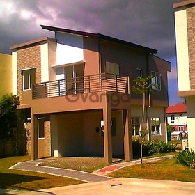 Single attached 3 bdr house w 3TB big balcony nr highway