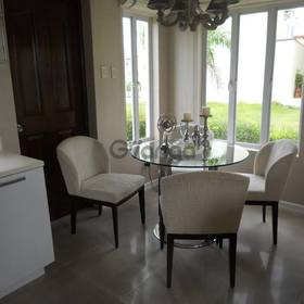 Single attached house near airport w white sand pool amenities