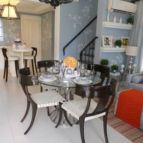 Single attached Prime location house w 1st class amenities