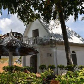 SHRV, Enigmatically charming White House at El-Paradiso resort