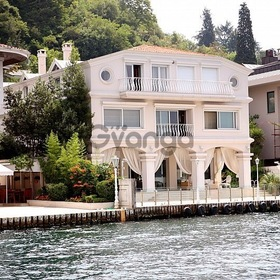 Luxurious villa 1000 sq.m. for sale