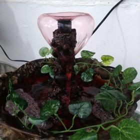 Vendo hermosa fuente de agua cascadas
