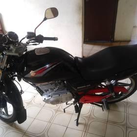se vende moto EN125 SUZUKI