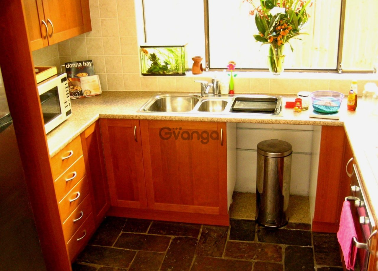 Современно оформленная маленькая кухня в хрущевке дизайн фото примеров 33