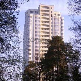 Сдается в аренду квартира 1-ком 50 м² Верховинная ул., метро Житомирская