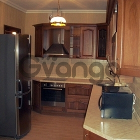 Сдается в аренду квартира 2-ком 73 м² Лермонтовская, 89