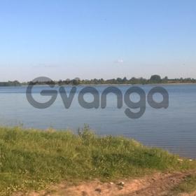 Участок рядом с озером