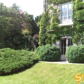 Продается дом 12-ком 550 м² Редутная ул.