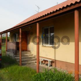 кирпичный дом в живописном месте