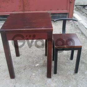 Коричневый дубовый стол бу