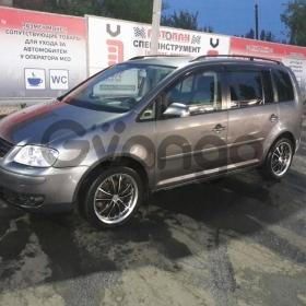 Volkswagen Touran 1.9d MT (101 л.с.) 2005 г.