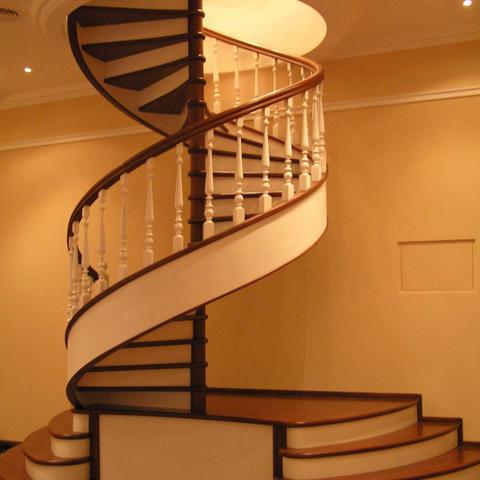 Лестницы Харьков. Изготовление лестниц из дерева.