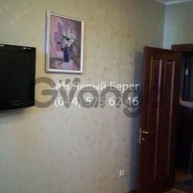 Продается квартира 2-ком 70 м² ул. Кошица, 7, метро Позняки