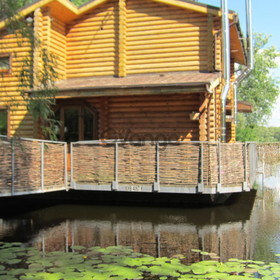 Дом-сруб на воде посуточно