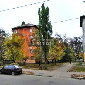 Продается квартира 2-ком 46 м² ул. Пражская, 27, метро Черниговская