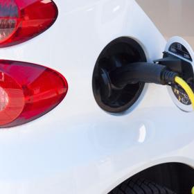 Пора ли пересаживаться на гибрид или электромобиль?